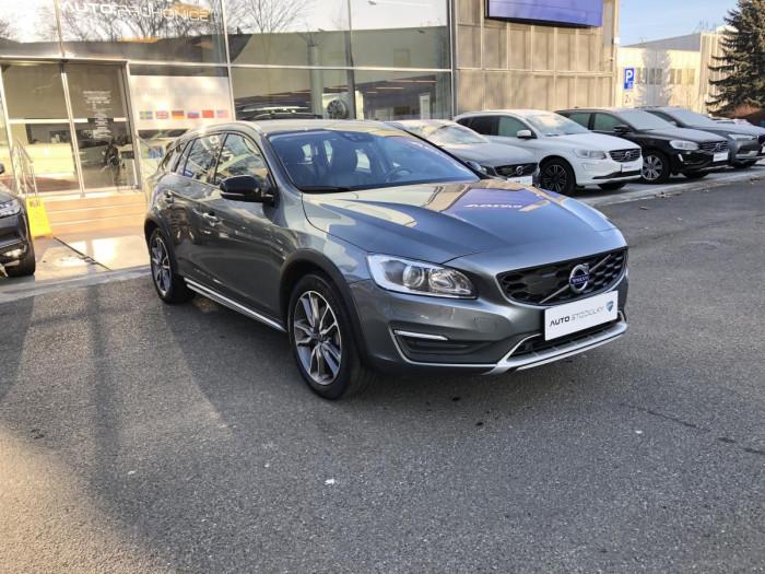 Volvo V60 CC D4 AWD SUMMUM AUT 1.maj. na operativní leasing