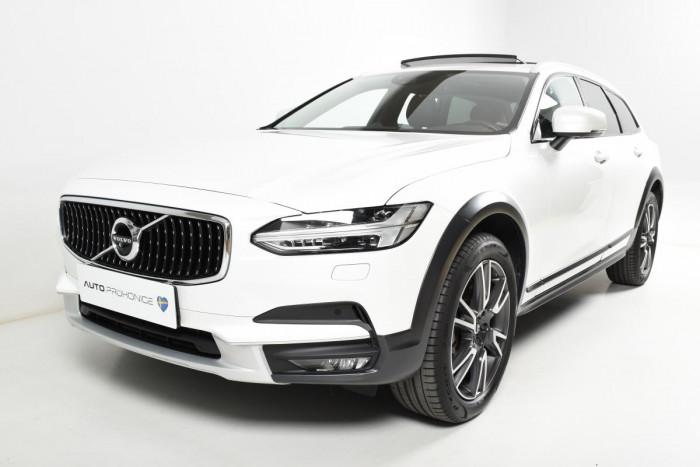 Volvo V90 CROSS COUNTRY T6 AWD PRO 1.maj na operativní leasing