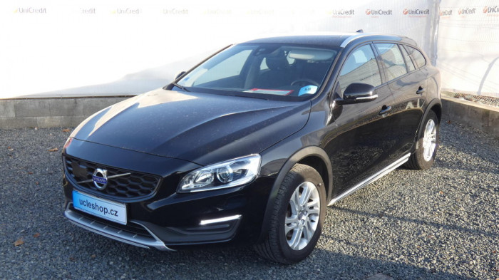 Volvo V60 Cross Country D4 AWD Momentum na operativní leasing