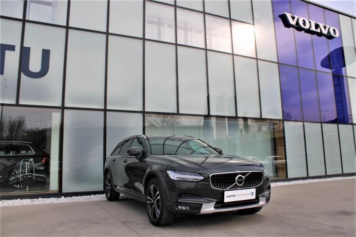 Volvo V90 CROSS COUNTRY D4 AWD AUT 1.maj na operativní leasing