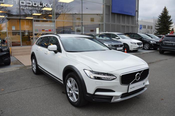 Volvo V90 CROSS COUNTRY D4 AWD 1.maj na operativní leasing