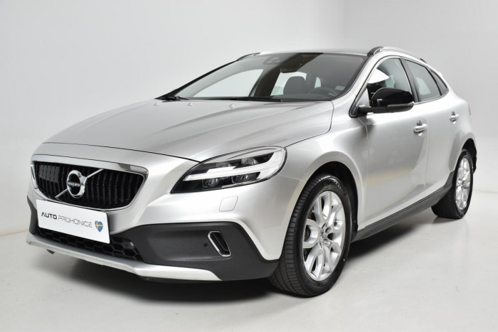 Volvo V40 CROSS COUNTRY T3 AUT 1.maj. na operativní leasing