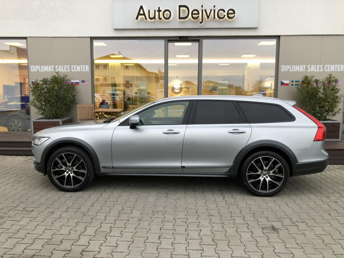 Volvo V90 CROSS COUNTRY D4 AWD REZERVACE na operativní leasing