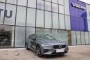 Volvo V60 D4 AWD R-DESIGN AUT REZERVACE na operativní leasing