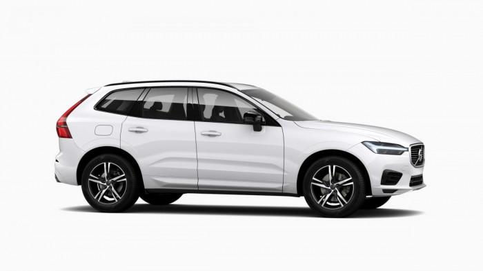 Volvo XC60 B4 AWD AUT R-DESIGN na operativní leasing