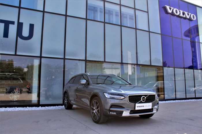 Volvo V90 CC T5 AWD AUT 1.maj. na operativní leasing