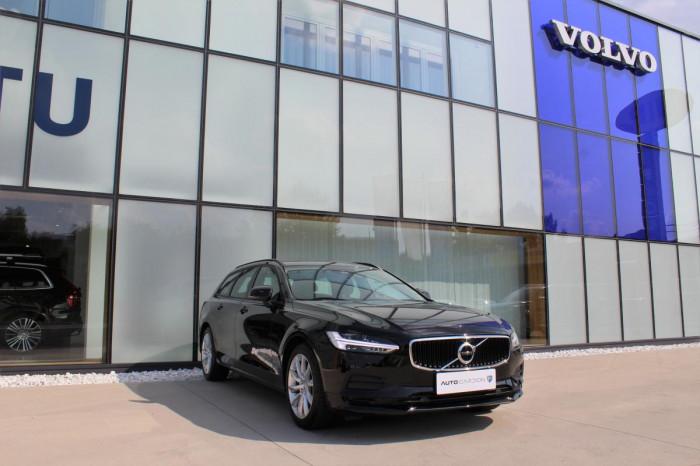 Volvo V90 T4 AUT 1.maj. na operativní leasing