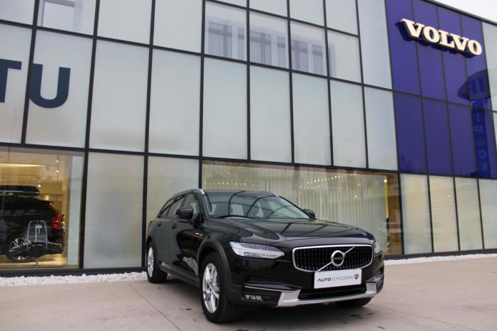 Volvo V90 CC D4 AWD AUT 1.maj. na operativní leasing