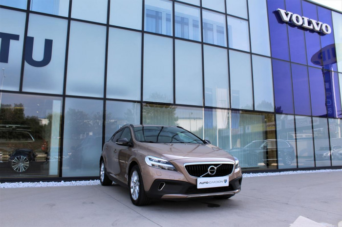 Volvo V40 CC D3 SUMMUM 1.maj. na operativní leasing