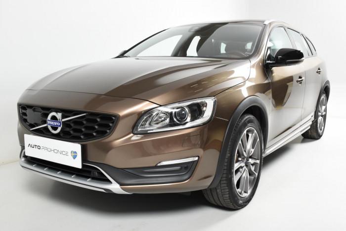 Volvo V60 CC D4 AWD SUMMUM REZERVACE na operativní leasing