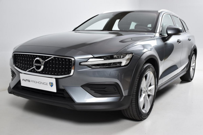 Volvo V60 CROSS COUNTRY D4 AWD MOMENTUM na operativní leasing