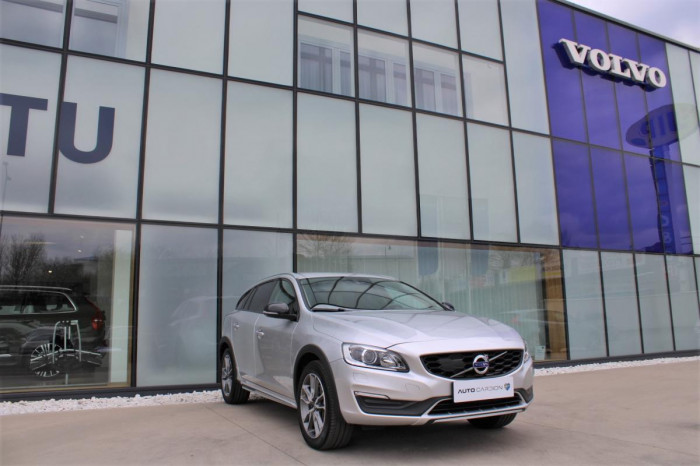 Volvo V60 CC D4 MOMENTUM AUT 1.maj. na operativní leasing