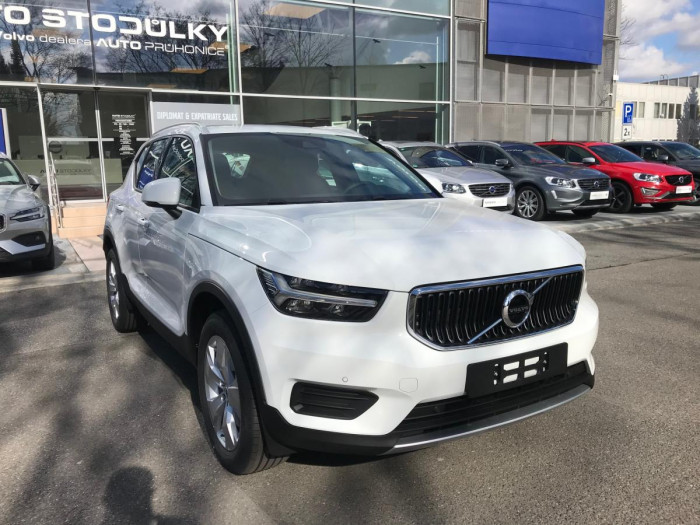 Volvo XC40 T4 AUT MOMENTUM na operativní leasing
